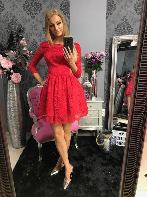 3f70999373b0 Krátke čipkové elegantné šaty s áčkovou sukničkou – červené