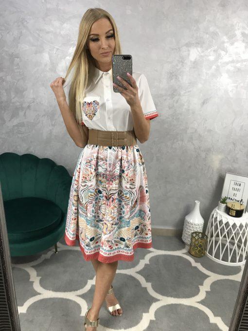 Farebné košeľové šaty s ľudovým motívom a hnedým koženým opaskom