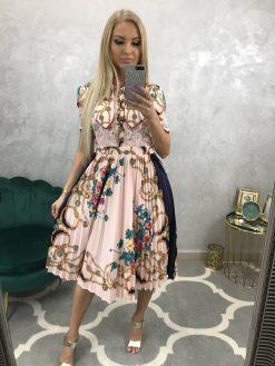 Nádherné ružové šatky s ľudovým vzorom a čipkou, plisovaná suknička v midi dĺžke