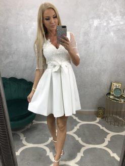 Krásne biele krátke šatky s krajkou a skladanou sukňou