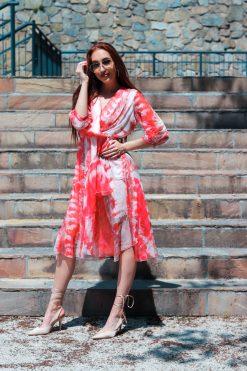 Midi asymetrické šifónové batikované šaty s opaskom