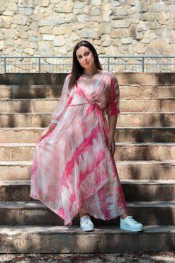 Asymetrické šifónové batikované šaty s opaskom