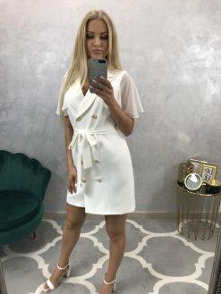Biele sakové šaty so zlatými gombíkmi a opaskom