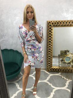 Sivé krátke puzdrové šaty s 3/4 rukávmi a potlačou farebných kvetín